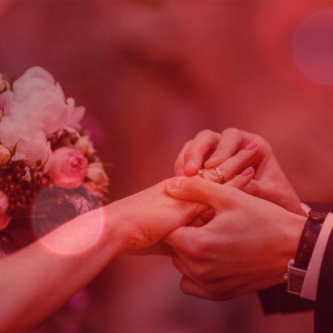 ۳۱ آهنگ شاد برای جشن نامزدی و عروسی | آهنگ های شاد و پرطرفدار از خواننده های معروف مخصوص تالار